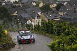 WRC: Neuville schuift met geluk op podium