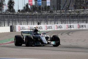 Sochi: Bottas wint nipt voor Vettel – Vandoorne veertiende