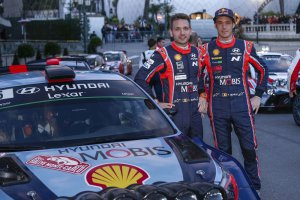 Thierry Neuville aan de start in Legend Boucles @ Bastogne