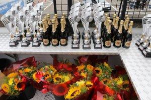 Martini Brut, trofeeën en bloemen Belcar Endurance 2017