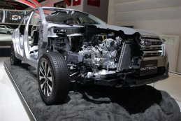 Een blik onder de motorkap bij Subaru