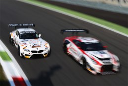 Triple Eight Racing - BMW Z4 vs. Nissan GT Academy Team RJN - Nissan GT-R Nismo GT3