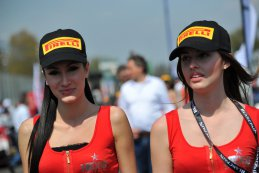grid girls BES Monza 2015