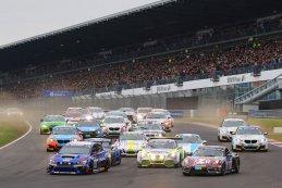 Start van de tweede helft van het deelnemersveld - 24H Nürburgring 2015