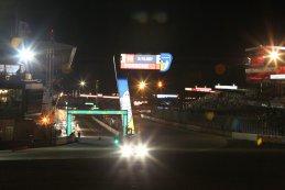 nachtelijk beeld tribunes 24 Heures du Mans 2015
