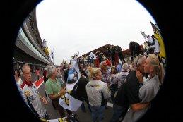 vreugde bij Marc VDS na de zege in de 24 u van Francorchamps 2015