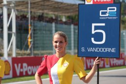 grid girl GP2 Spa 2015
