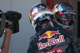 Max Verstappen GP Spanje 2016 krijgt gelukwensen van ploegmaat Ricciardo