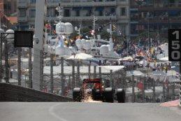 Red Bull Racing met een bekend zicht na de tunnel