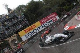Williams F1 Team - Scuderia Ferrari - Haas F1 Team in de Grand Hotel Hairpin