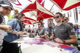 Fernando Alonso & Stoffel Vandoorne tijdens signeersessie