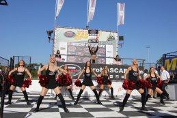 Cheerleaders aan het podium