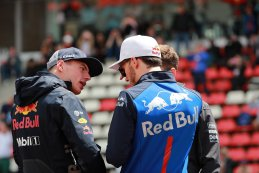 Max Verstappen en Brendon Hartley
