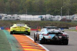 Aston Martin Racing vs. Dempsey-Proton Racing - Aston Martin Vantage AMR vs. Porsche 911 RSR