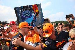 Max Verstappen met Nederlandse fans