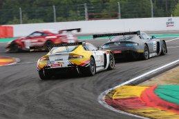 R-Motorsport - Aston Martin V12 Vantage vs. Brussels Racing - Aston Martin V12 Vantage