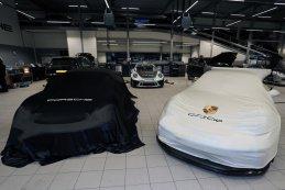 Porsches onder doek