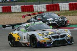 De Belgische teams MarcVDS en WRT in actie op de Nürburgring