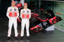 Jenson Button - Sergio Perez voor de McLaren Mercedes MP4-28