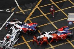 aanrijding tussen Felipe Nasr, Pascal Wehrlein en Jérôme D'Ambrosio
