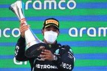 Lewis Hamilton twee jaar langer bij Mercedes