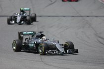 Canada: VT1: Hamilton primus - Massa crasht zwaar (+ Video)