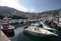 Monaco: Wegvliegend riooldeksel beëindigt eerste sessie voortijdig