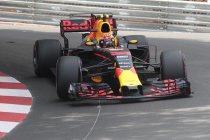 Baku: VT2: Verstappen weer snelste ondanks crash - Vlaggen in hoofdrol