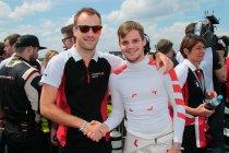 24H Nürburgring: Na 23H: Eindspurt voor de zege tussen Audi en Porsche met Belgen in de hoofdrol