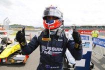 Groot-Brittannië: Race 1: Eerste overwinning voor Mitch Evans - Stoffel Vandoorne derde