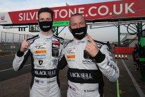 Silverstone: Rob Collard en Sandy Mitchell pakken winst en titel