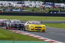 NASCAR GP UK: Eerste zege voor Advait Deodhar – podiumplaats voor Simon Pilate