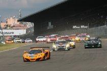24H Nürburgring: McLaren aan de leiding na turbulente beginfase