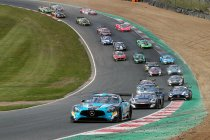 Brands Hatch: Black Falcon Mercedes wint chaotische 2e race