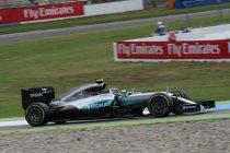 Duitsland: Mercedes 1 en 2 in eerste vrije training