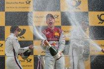 Zandvoort: Ekström schenkt Audi eerste zege in chaotische race