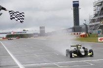 Nürburgring: Lando Norris wint race 1 – Defourny elfde