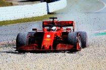 Ferrari steekt neus aan het venster; Mercedes in de problemen.