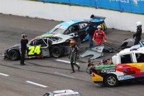 Video's: Venray: Enkele crashes op de eerste ovaltrack van het seizoen