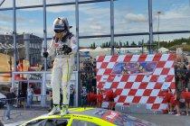 Adria: Elite 2: Race 2: Stienes Longin kan titel bijna ruiken met nieuwe zege in PK Carsport-dubbel