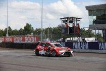Buriram: Oppermachtige James Nash nieuwe leider na zege in knotsgekke tweede race