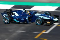Silverstone: Albon wint na mislukte pitstop Russell