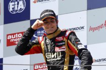 FIA F3: Moskou: race 1: Esteban Ocon van start tot finish