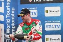 Slovakiaring: José Maria Lopez wint maar Tiago Monteiro is nieuwe kampioenschapsleider.