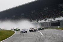 Formule Renault 2.0 Eurocup: Nürburgring: Nyck de Vries klopt KTR rijder Alexander Albon in race1