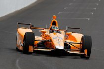 Indy 500: Alonso's twee vogels in één klap (+ video)