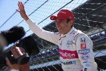 Indy 500: Hélio Castroneves pakt eindelijk zijn vierde overwinning