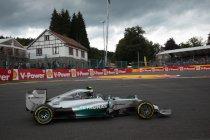 België: Mercedes 1 en 2 in eerste vrije training