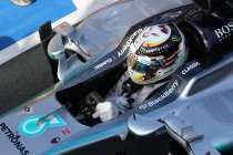 China: Hamilton domineert vrije trainingen