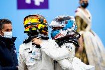 Valencia: Nyck de Vries wint - Stoffel Vandoorne op podium na onverwacht slot